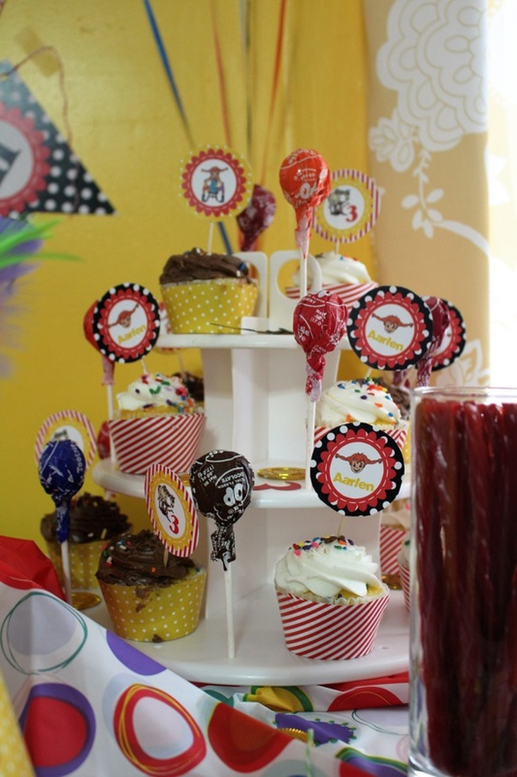 Aarlen's 3rd Birthday: Pippi Longstocking Party - Food + Dessert #chicafashionblog