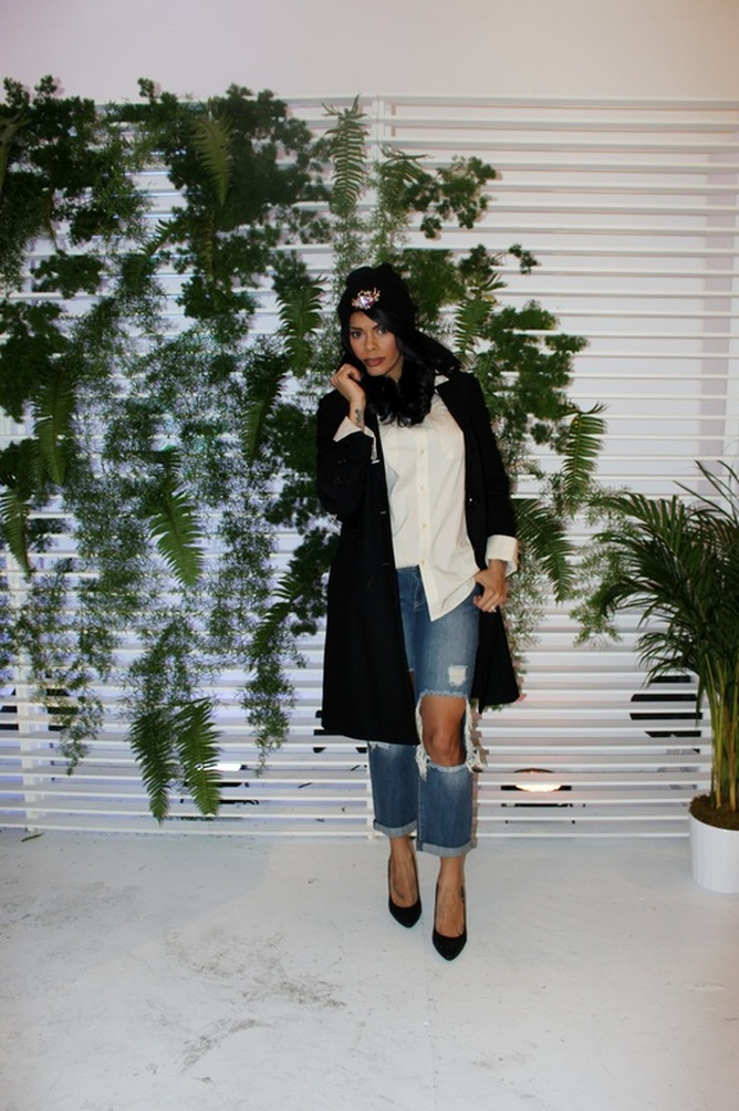 Alicia Gibbs: Long Wool Coat + Men's Button Down + Cut-Out Boyfriend Jeans #ChicaFashionBlog