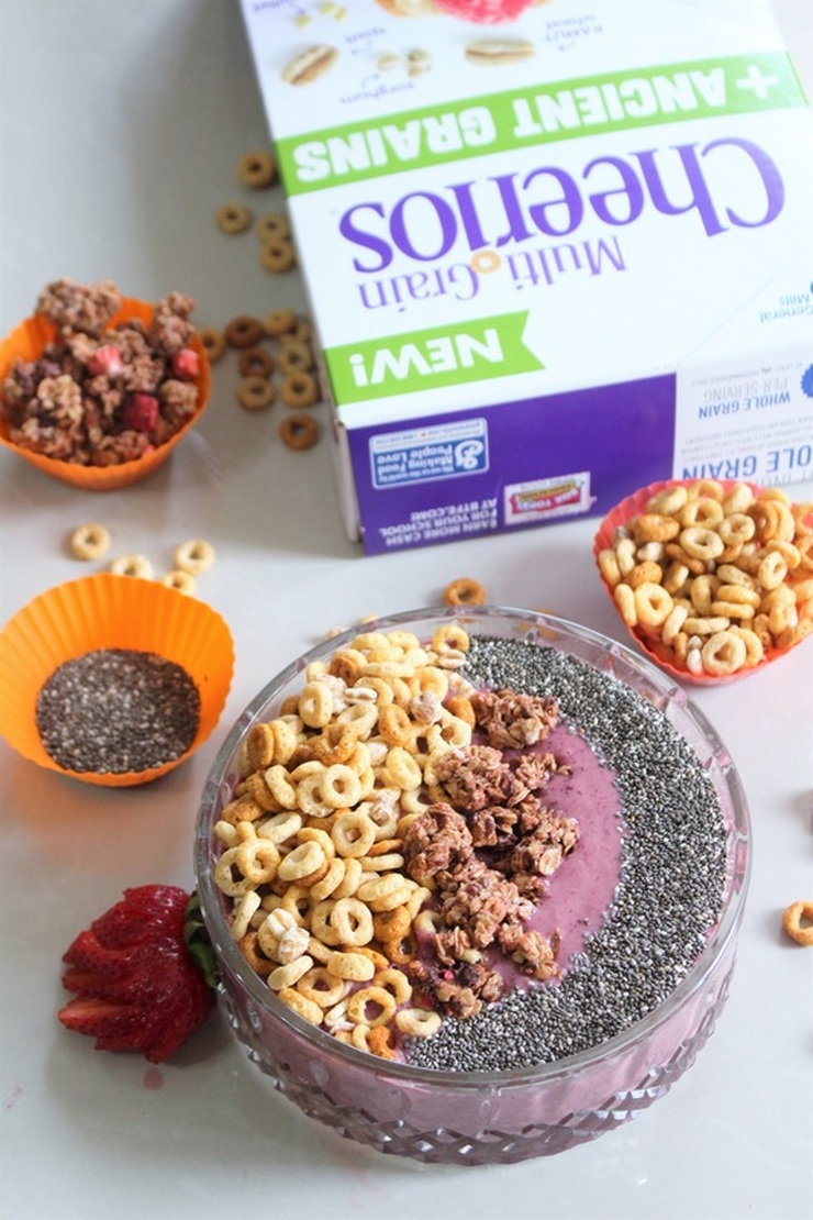 Quick + Easy Ancient Grains + Multi Grains Cheerios Smoothie Bowl #ad #LoveAncientGrains #chicafashionblog