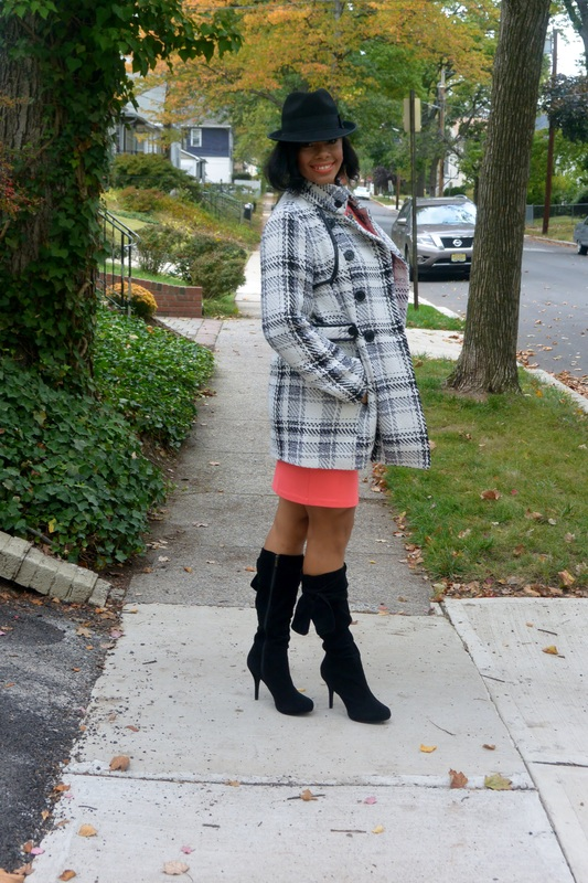 Alicia Gibbs: Coral Bodycon Dress + Plaid Trench Coat #ChicaFashion