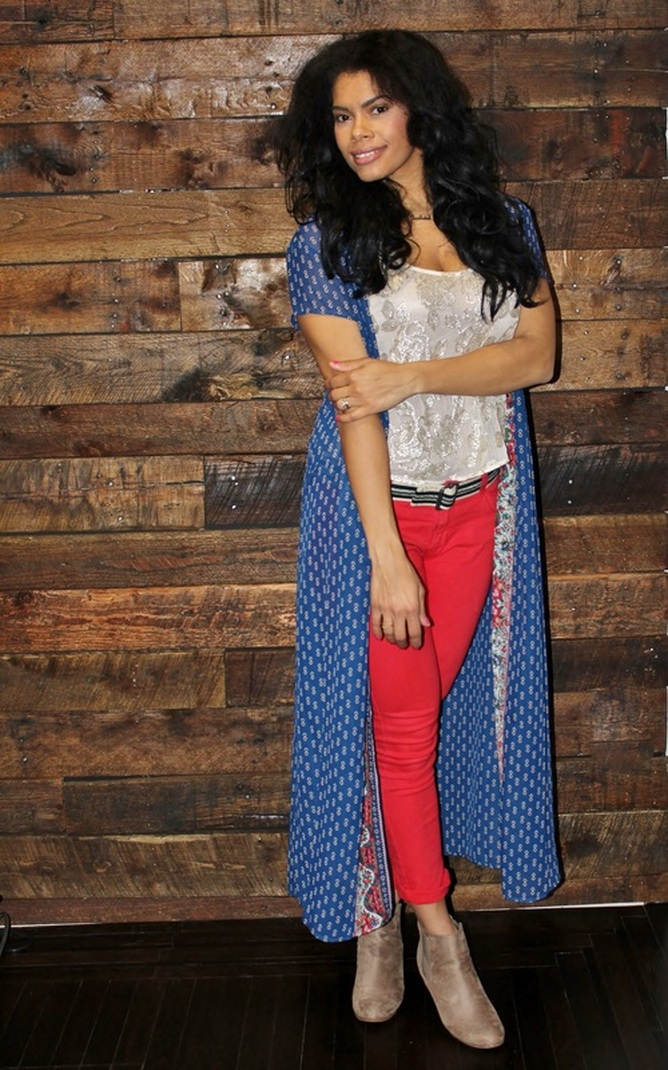 Alicia Gibbs: Valentine's Day Outfit: Maxi Kimono + Red Skinny Jeans #ChicaFashionBlog