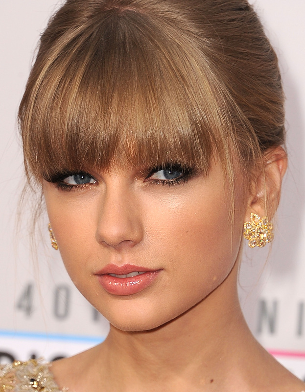 COVERGIRL Taylor Swift at the 2012 American Music Awards, by makeup artist, Lorrie Turk