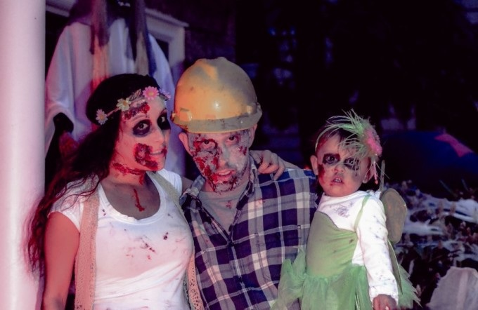 Alicia Gibbs: 12 DIY Family Themed Costumes - Zombies