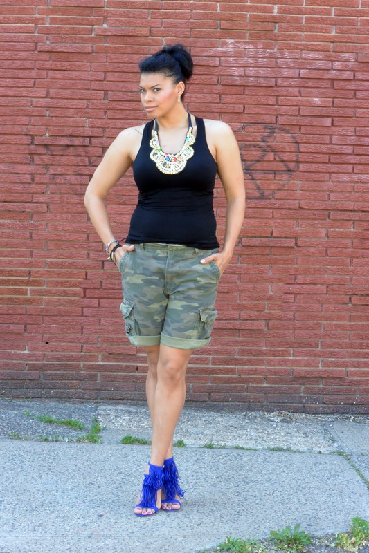 Alicia Gibbs: Chica Fashion: Camo Boyfriend Shorts + Fringe Sandals