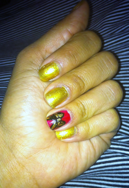 alicia_gibbs_chica_fashion_christmas_mani