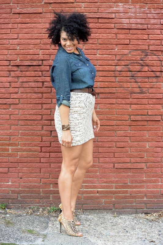 Alicia Gibbs: Chica Fashion: Chambray Button Down + Lace Skirt