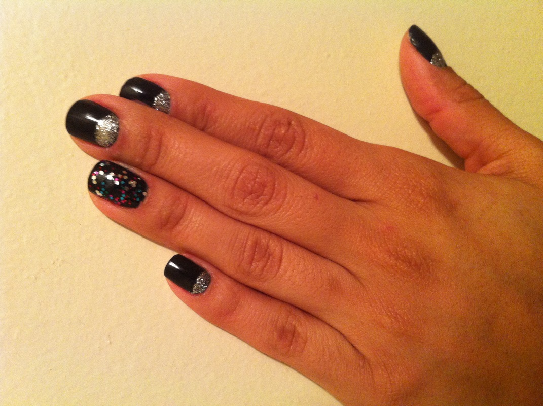 alicia_gibbs_chica-fashion_silver_glitter_half_moon_mani