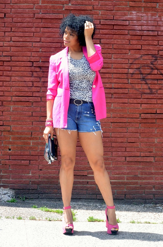 Alicia Gibbs: Chica Fashion: Thrifted Linen Blazer + DIY Denim Cutoffs