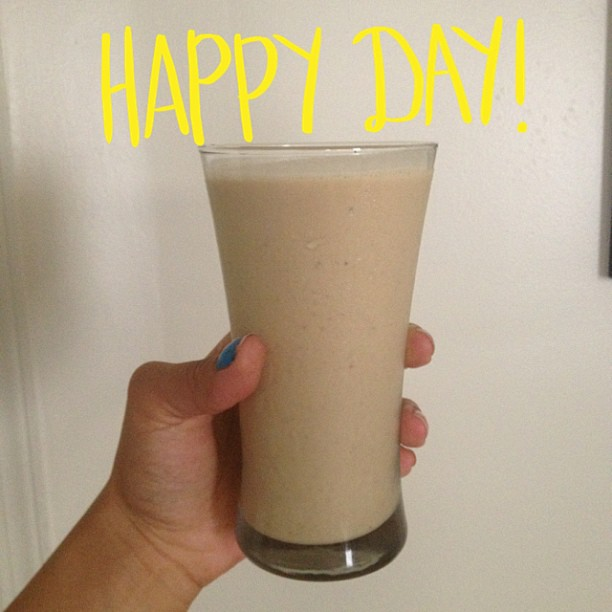 Cause A Girls Gotta Eat: Peanut Butter, Banana Smoothie