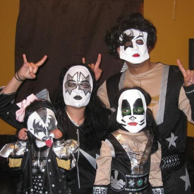 Alicia Gibbs: 12 DIY Family Themed Costumes - KISS